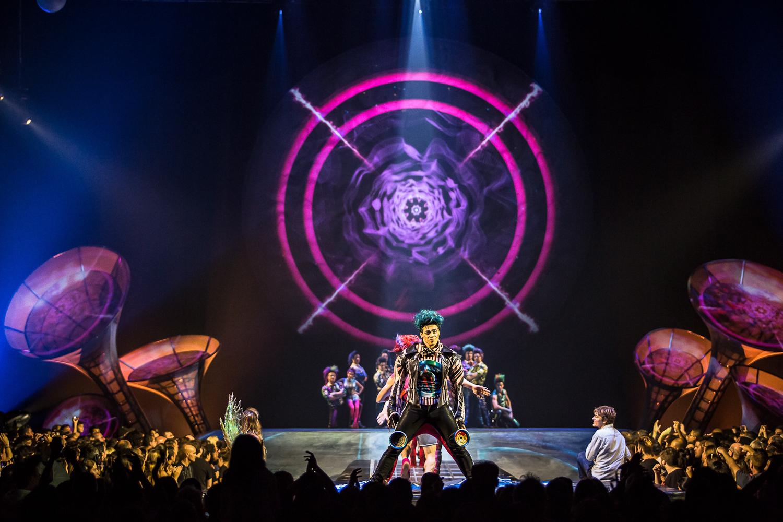 """""""De música ligera"""". """"Hombre al agua"""". """"De Música Ligera"""". """"Primavera Cero"""". Foto de Rodrigo Alonso. Prensa Soda Stereo SEP7IMO DIA by Cirque du Soleil."""