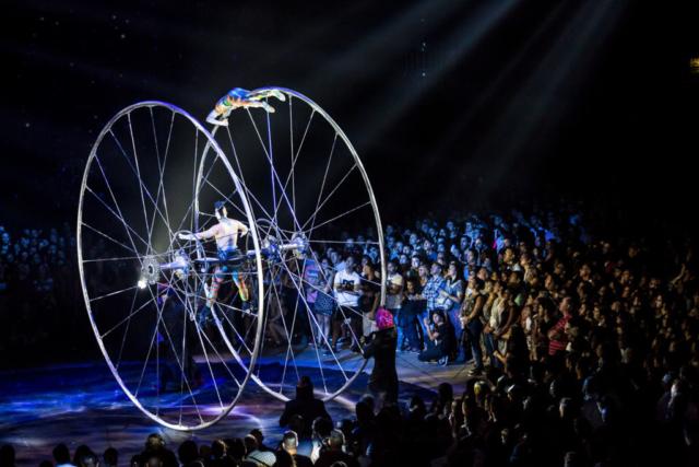 """Signos"". Foto de Nancy Martínez. Prensa Soda Stereo SEP7IMO DIA by Cirque du Soleil."
