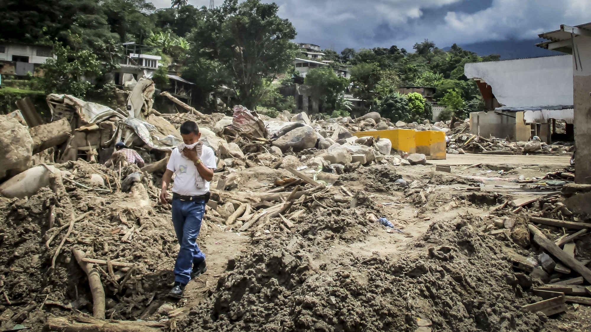 Los olores de la tragedia aún salpican los puentes de Mocoa
