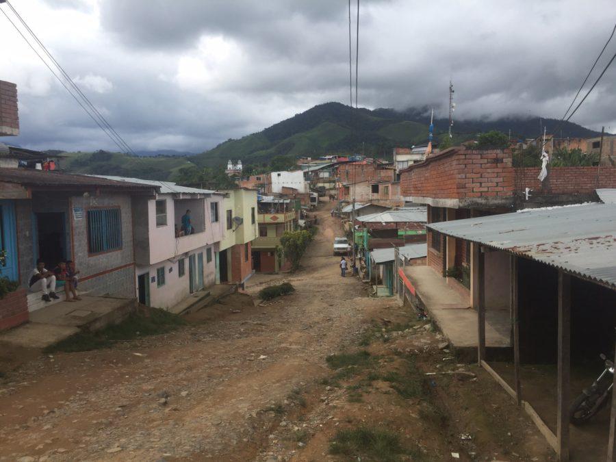 Los dilemas de un pueblo construido con el dinero de la coca en la transición hacia la paz