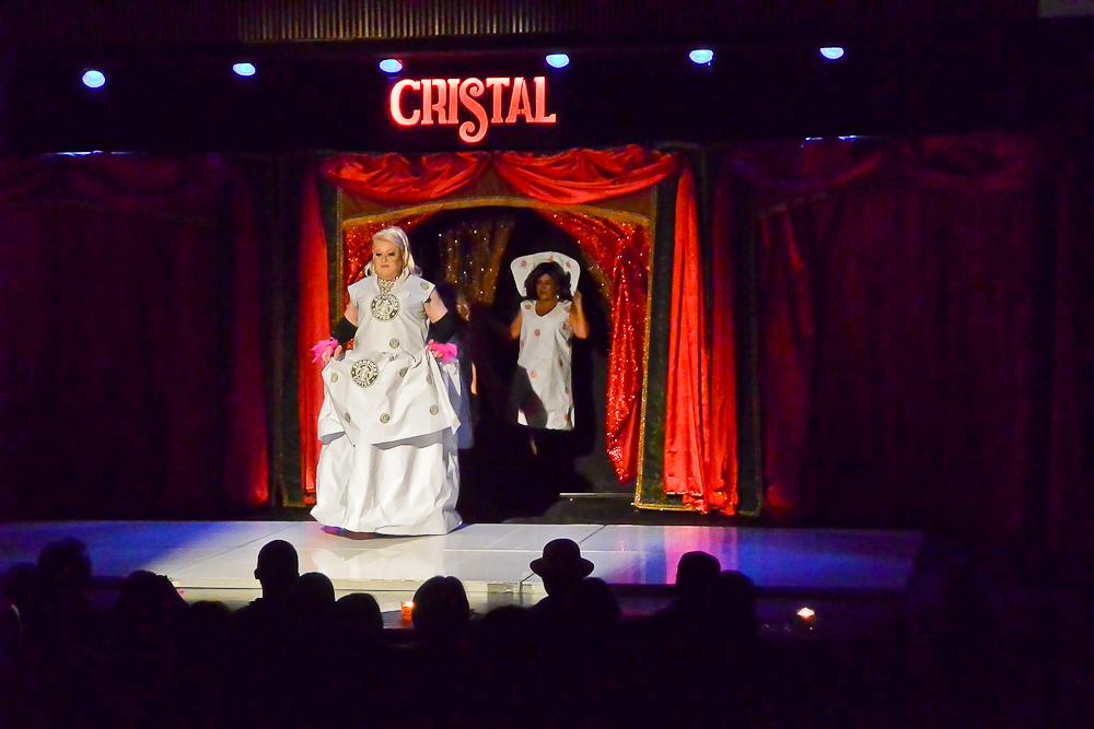 """""""El bolero de Cristal"""" (o el enorme cabaret en que vivimos)"""