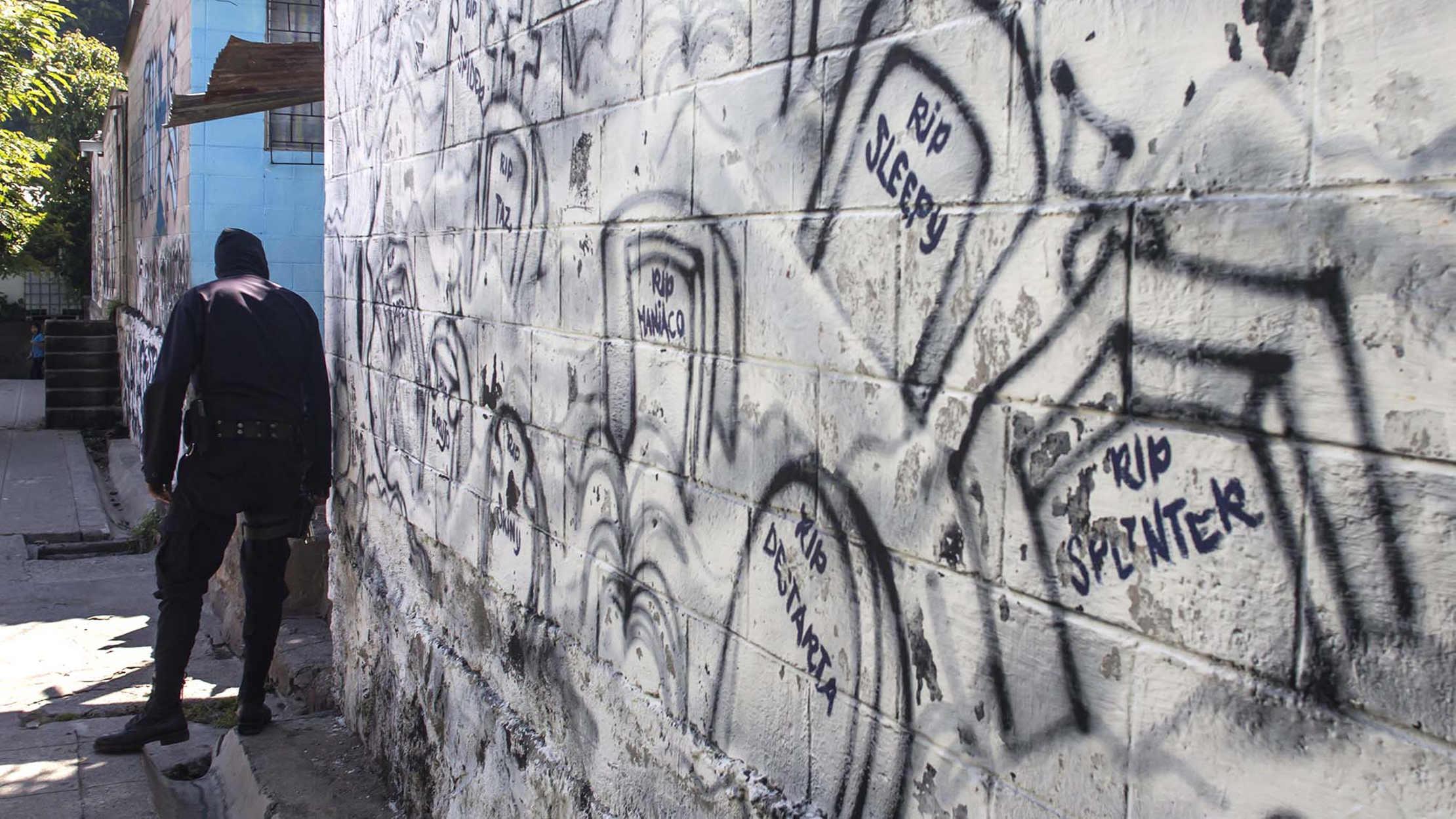 Los salvadoreños que viven confinados por el miedo