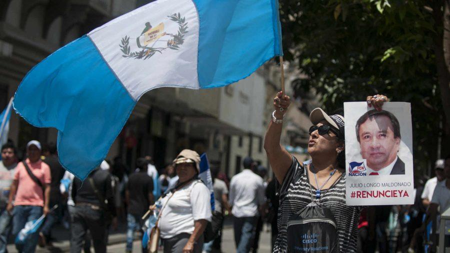 Congreso protege al Presidente e ignora a 200 mil guatemaltecos