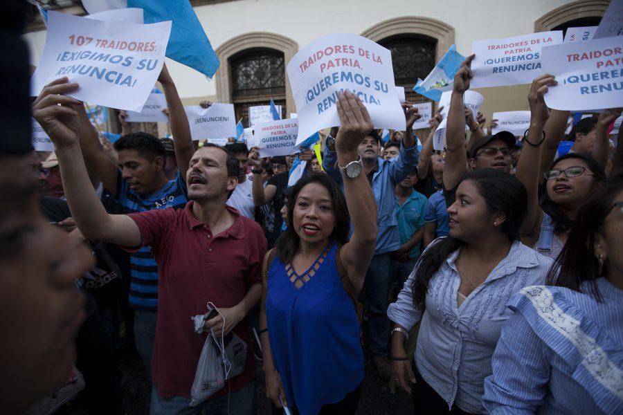 Guatemala castiga y encierra a su Congreso