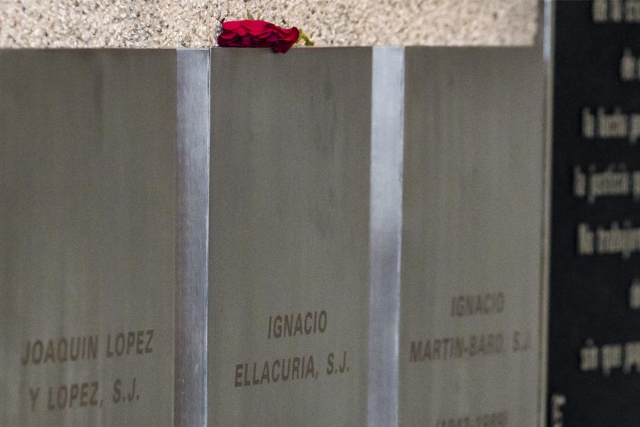 Almudena Bernabéu: «El gobierno de El Salvador no quiso colaborar con las autoridades españolas»
