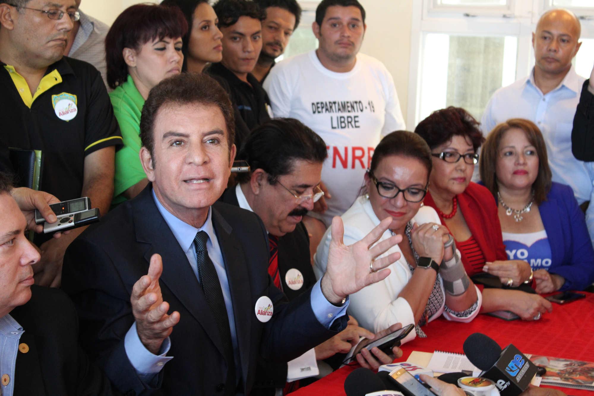 Honduras elige y espera el conteo más complicado de su historia