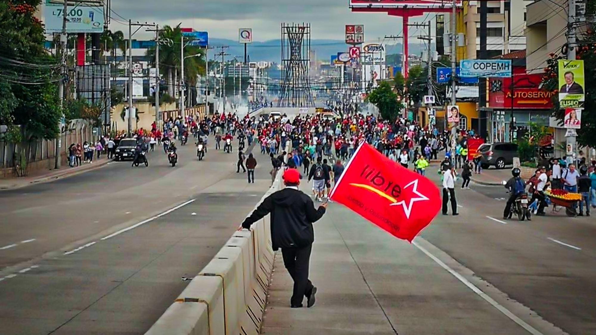 Balas, heridos y marchas: la crisis política en Honduras toca tierra