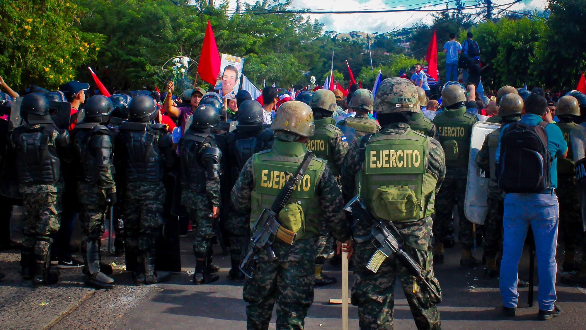 Hernández acaricia el triunfo y Honduras se prepara para el caos