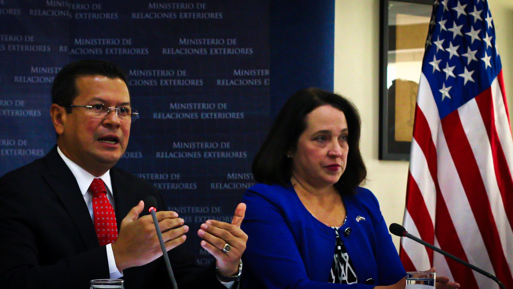 Miles de salvadoreños se quedarán sin TPS y gobierno intenta venderlo como logro