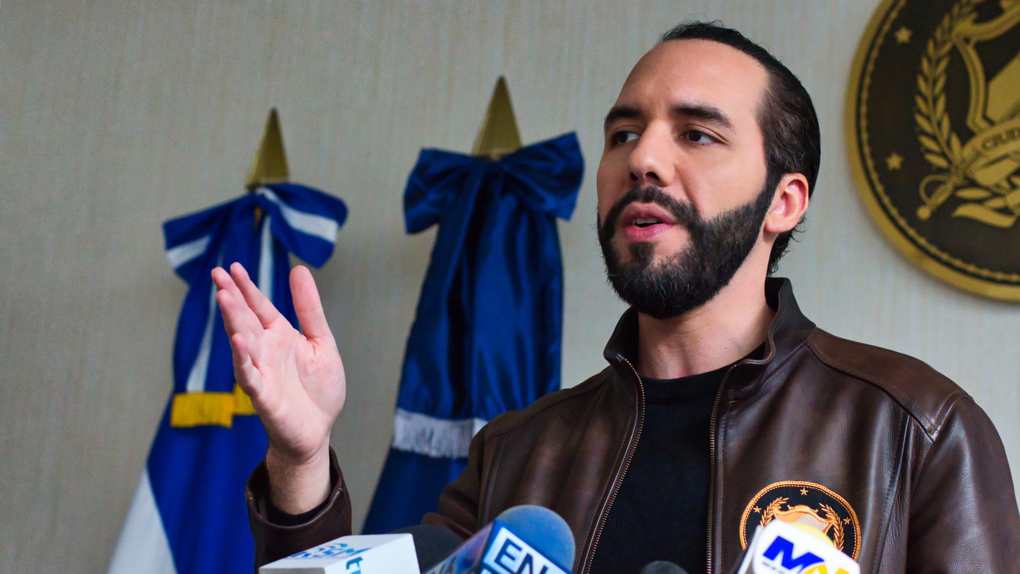 Probidad pide un juicio civil contra Nayib Bukele por no declarar a Hacienda donaciones familiares
