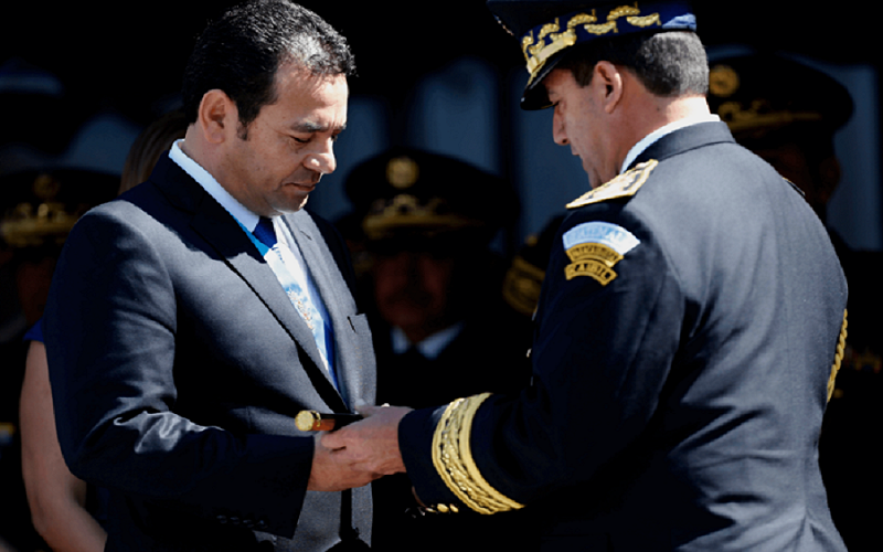 Jimmy Morales lleva a Guatemala al borde del abismo