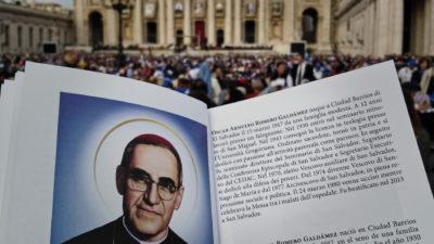 El obispo de los olvidados ya es santo