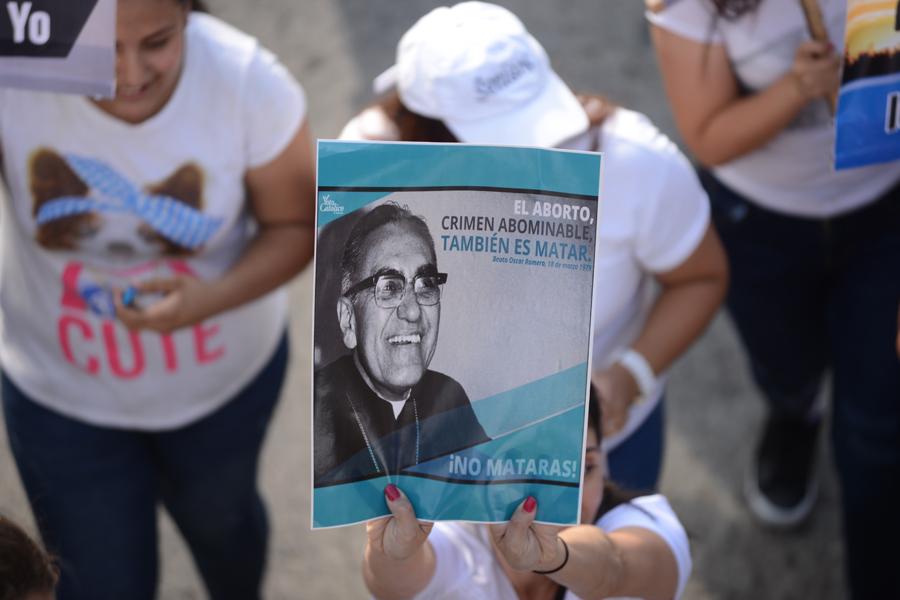 «Rescatando valores»: la caminata en contra de la 'ideología de género' en El Salvador