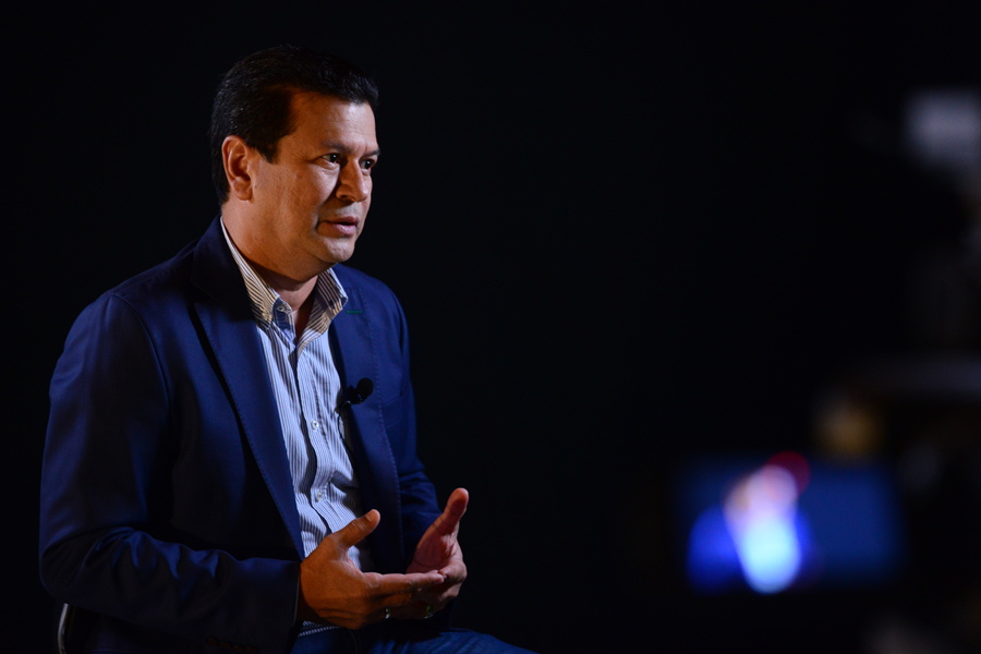 """""""Al FMLN deben conducirlo jóvenes que no se les cuadren a los históricos"""""""