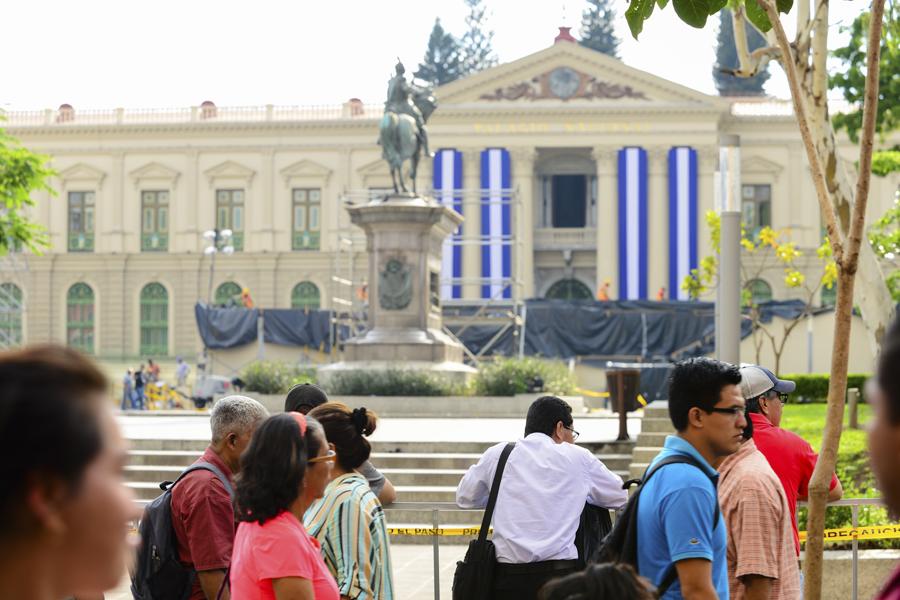 Una plaza maquillada para el nuevo presidente