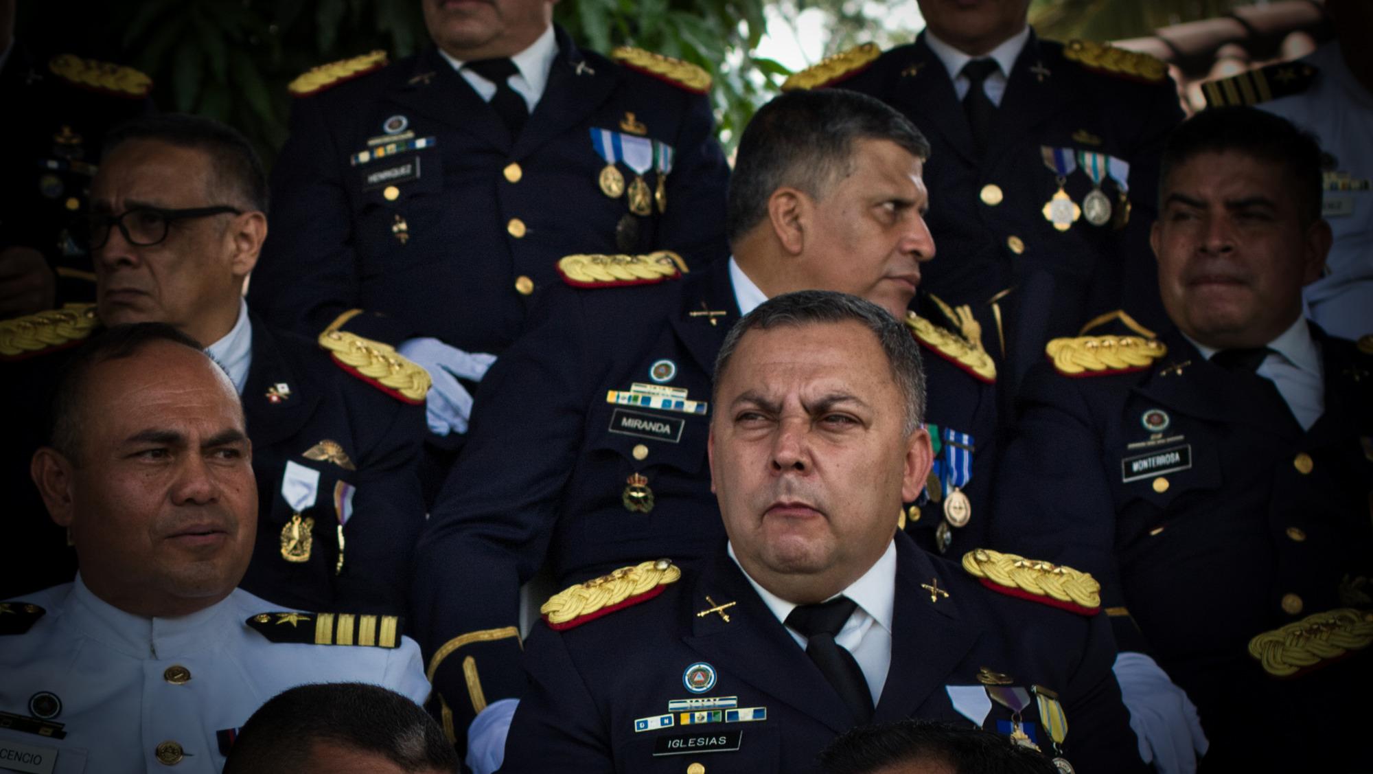 La Fuerza Armada remueve a su jefe de Inteligencia acusado de crímenes