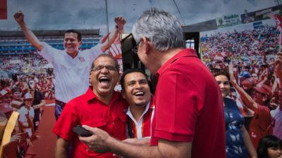 Óscar Ortiz reclama la victoria en un FMLN roto