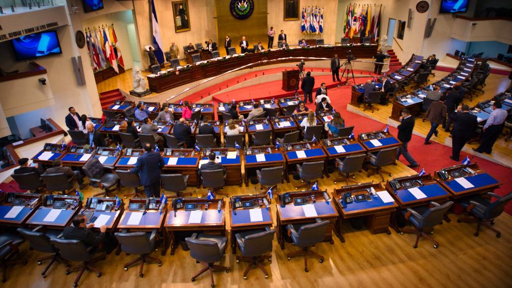 Asamblea amagó con cumplirle a las víctimas de la guerra