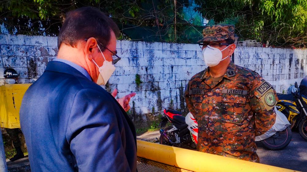 Un juez se estrella contra el cerco militar que mantiene impune la masacre de El Mozote