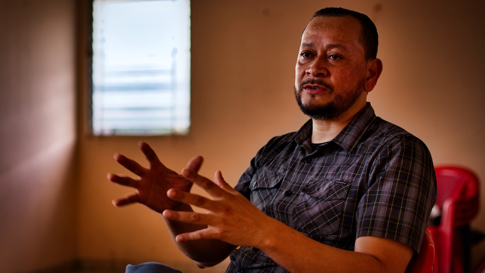 """""""Ayudamos a Bukele con nuestros votos, pero una vez llegó al poder nos dio una patada en el trasero"""""""